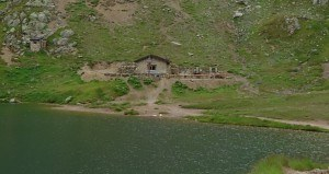Baitèl-dal-Mónt, refuge below Monte Breva summit.