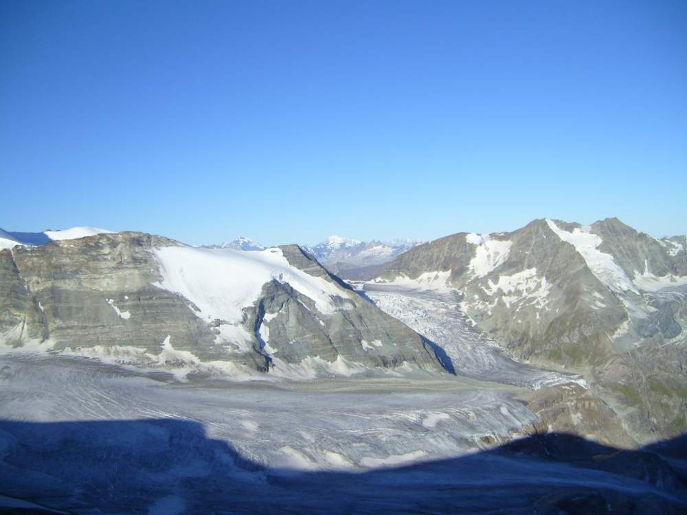 Barrhorn - glaciers and mont blanc in the distance