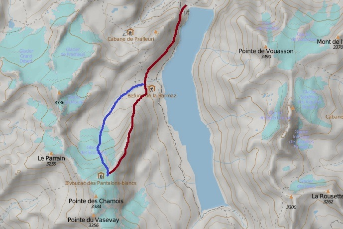 Access routes to Igloo des Pantalons Blancs. Blue route: alpinistic equipment required.