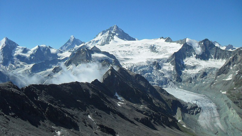 Pgne de la Le, in the middle of the picture. Dent Blanche behind. Matterhorn far behind.