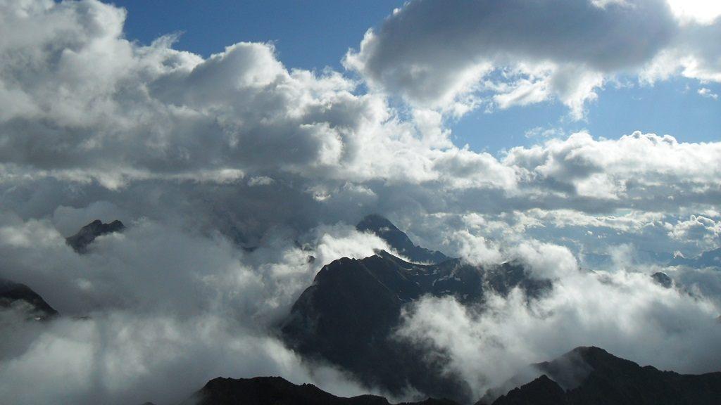 Clouds around Fluela Wisshorn