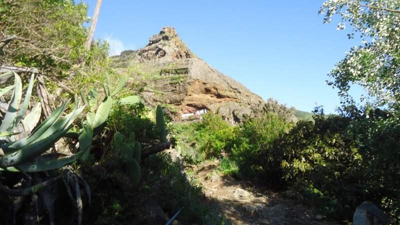 Punta del Hidalgo to Santa Cruz -cave houses