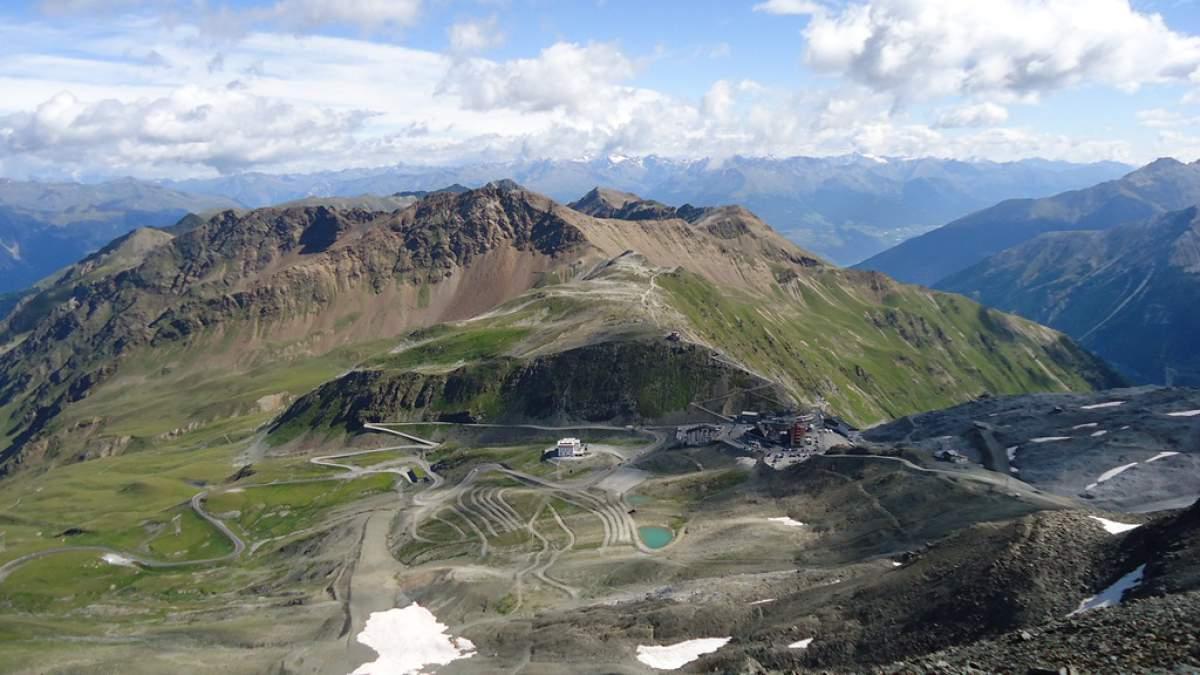 Stelvio pass- view from scorluzo