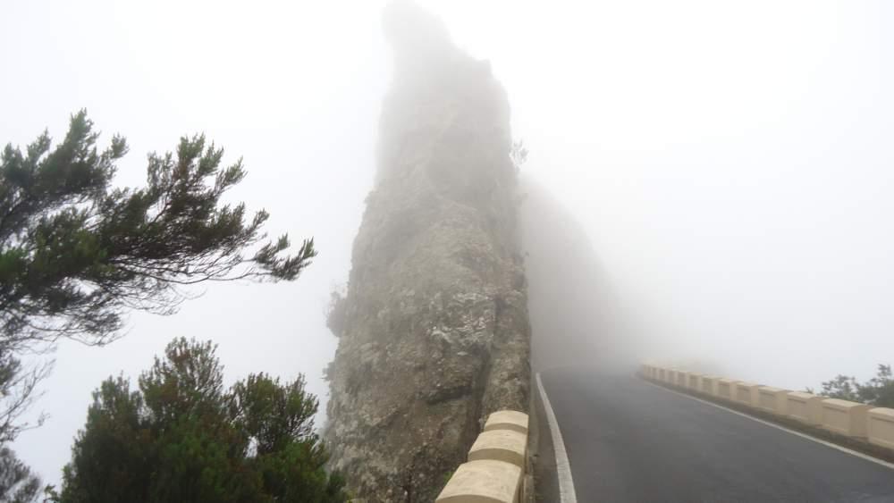 From Chamorga to La Laguna - narrow ridge passage with road.