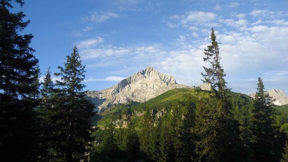 climb Alpspitze - the first view of Alpspitze, from Kreuzeck.