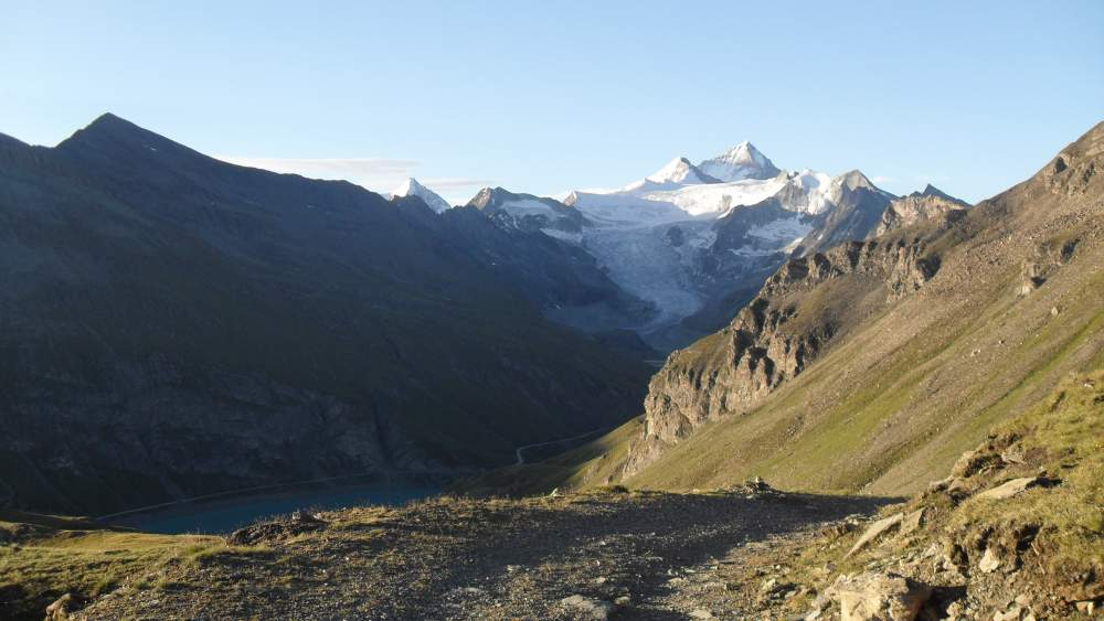 On my way up, below Basset de Lona and view toward the south.