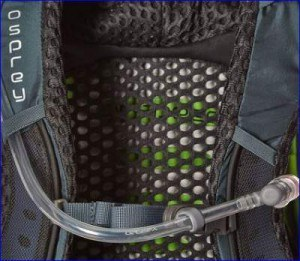 Zoom into suspension mesh, and water hose with magnet.