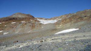 A small glacier off the route.