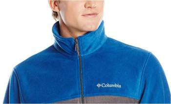 Pleasant collar and embroidered logo.