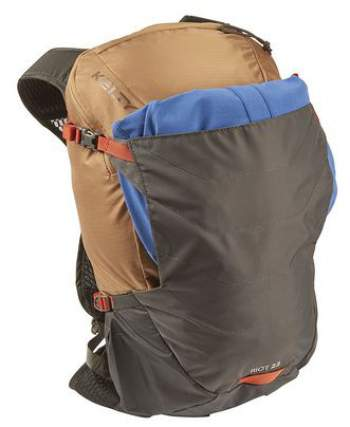 Riot 22 backpack with its front shove-it pouch.