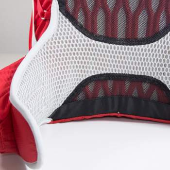 The continuous mesh in the waist zone, this is a completely new detail here.