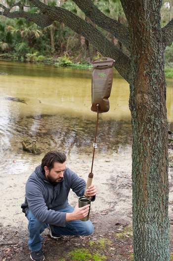 Using the gravity 2-liter bladder to purify and store water.