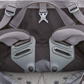 The pivoting shoulder straps' attachment points with two positions that give some torso adjustment.