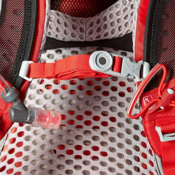 Magnetic clip on the sternum strap for the included hydration bladder.