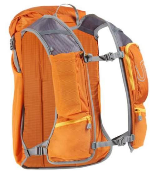 The incredibly nicely designed shoulder harness storage system.