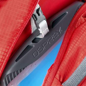 The 3-liter reservoir stores in the separate compartment with a quick release buckle.