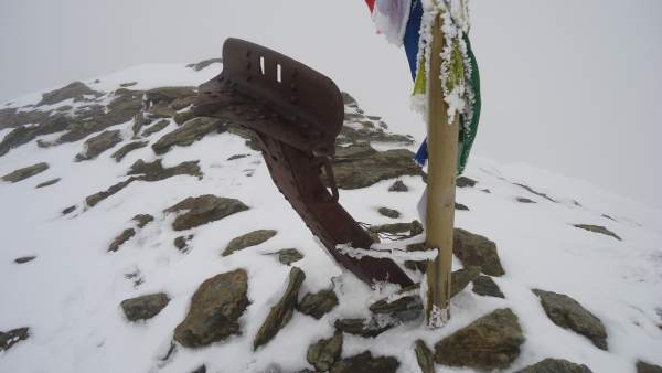 This is the summit with a piece of a cannon. This was the front line during the WWI.