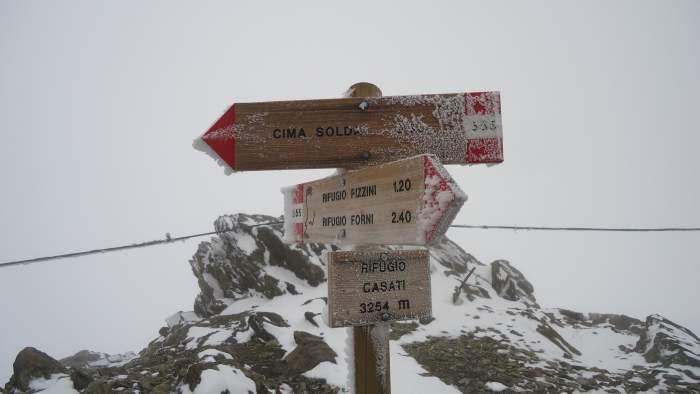 Rifugio Casati at 3254 m above the sea level, no views, all frozen.
