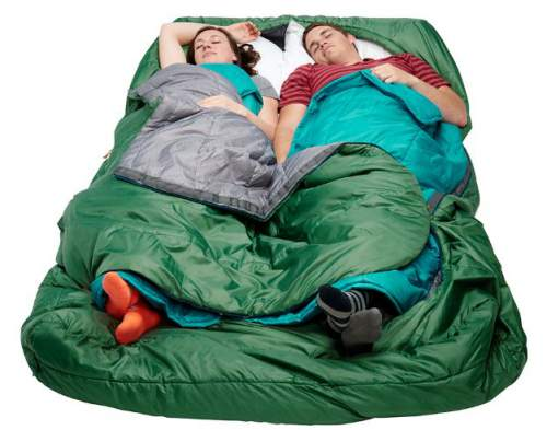 The two layers allow for a better temperature regulation and comfort. The participants can use them at will.