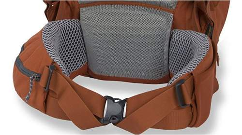 The massive padding on the belt and in the lumbar zone. Observe also the V-shaped pull-forward hip belts.