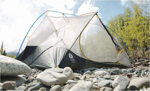 Y-shaped tripod-style freestanding pole design which keeps the tent up even without stakes.