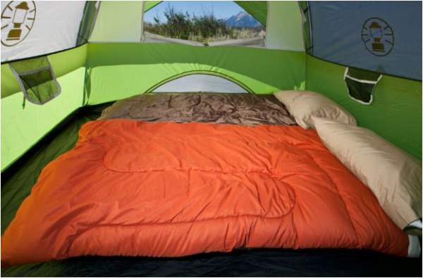 The Sundome 4 tent can accommodate a queen size bed.