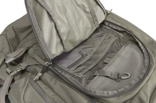 Front pocket with inner pockets for organization.