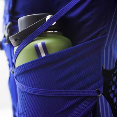 Very deep side mesh pockets and side straps.