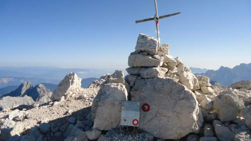 The modest summit cross and the box with the stamp for those who collect them.