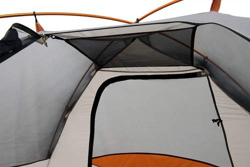The removable gear loft, a very useful element in a tent.