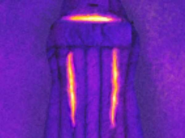 The thermal-image showing the heat escaping through the two Gills.