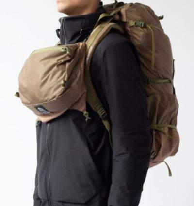 The lid used as a chest pack.