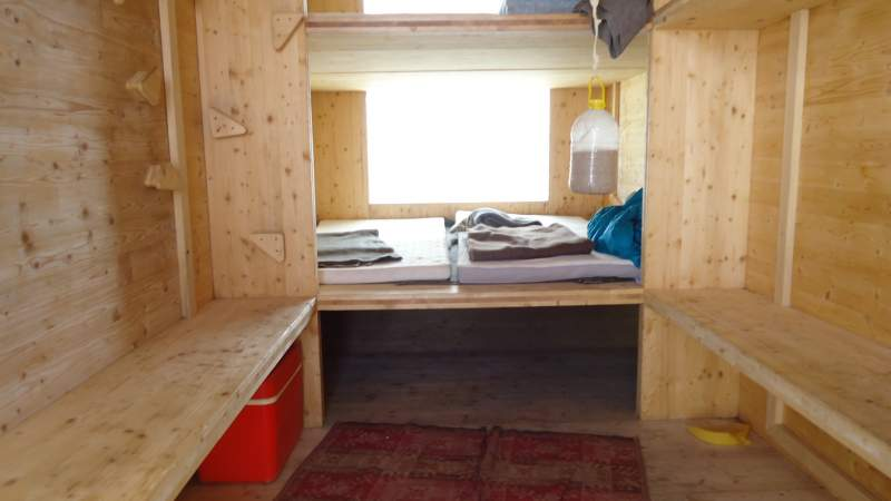 View inside, three levels with 2 mattresses each.