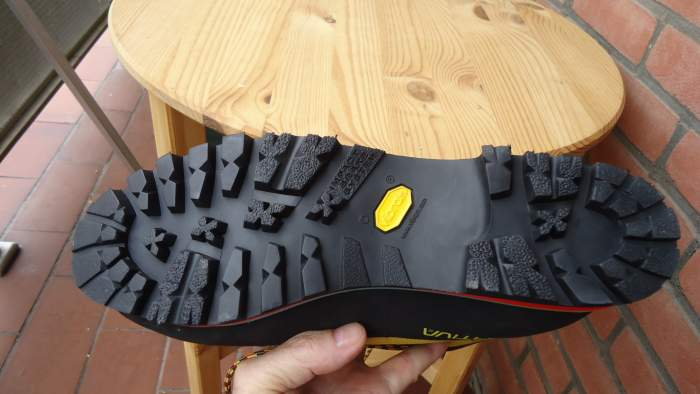 Vibram sole and very deep lugs. The picture was taken before any use.