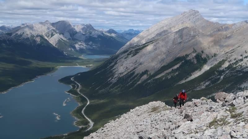 Jelena Vranjes and Tibor Pastor walking the summit ridge.