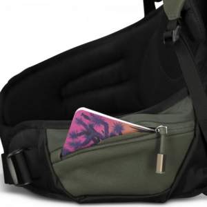 Zippered hip belt pocket.