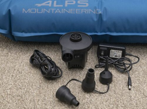 The pump with rechargeable battery and accessories.