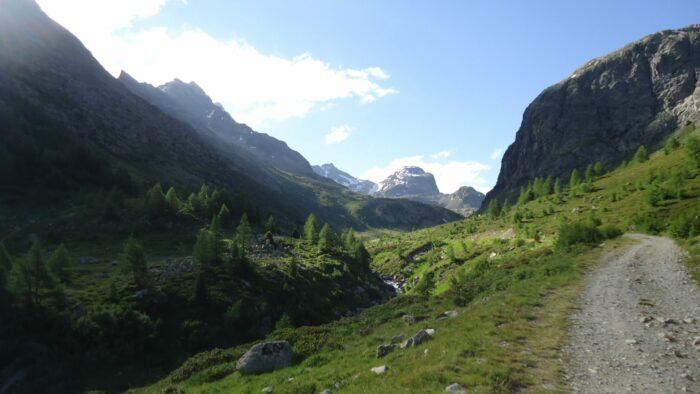 Walking towards the Verva Pass.