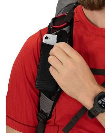 Two shoulder straps pockets.